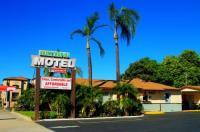 Palm Tropics Motel Image