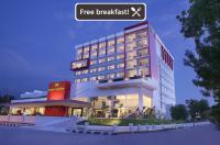 Hotel Santika Palu Image
