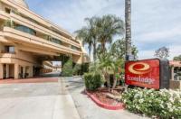 Econo Lodge Inn & Suites Image