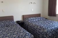 Coachman Motel Image