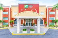 Holiday Inn Express Hotel & Suites Bradenton West Image