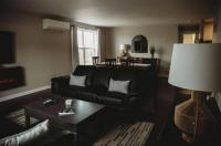 Riverside Suites Image
