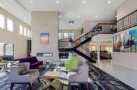 La Quinta Inn & Suites Hayward Oakland Airport Image
