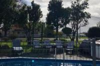 Three Oaks Motel Image