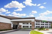 Ramada Plaza Long Island - Macarthur Airport Image
