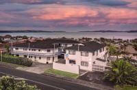 Snells Beach Motel Image