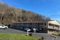 Econo Lodge Clairton Image