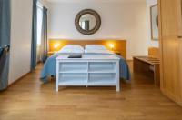 Hine Adon Aparthotel Cheval Blanc Image