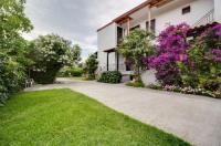 Yiannis Rania Apartments Image