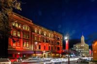 Hadley's Orient Hotel Image