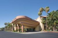 Embassy Suites Hotel Phoenix-Biltmore Image