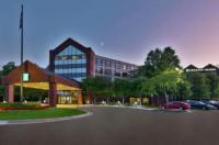 Hilton Suites Auburn Hills Image