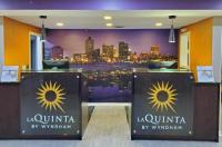 La Quinta Inn & Suites Memphis Airport Graceland Image