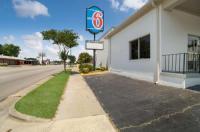 Motel 6 Orangeburg Image