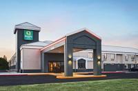 Baymont Inn & Suites Bentonville Image