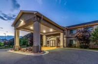 Econo Lodge Inn & Suites New Castle Image
