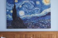 New Bond Hotel Image