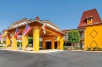Econo Lodge Helen Image