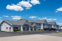 Baymont Inn & Suites Marinette Image