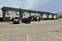 Economy Inn & Suites Cedar Rapids Image
