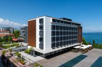 Lake Geneva Hotel Image