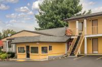 Knights Inn Image