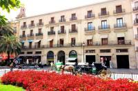Home Select Plaza de la Reina Apartments Image