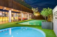 Bayhill Pool Villa Image