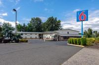 Motel 6 Gresham City Center Image