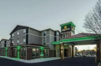 La Quinta Inn & Suites Kansas City Airport Image