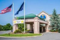 Comfort Inn & Suites Hawthorne Image