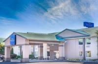 Baymont Inn & Suites Bartonsville Poconos Image
