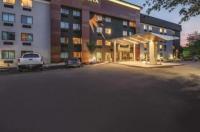 La Quinta Inn & Suites Hartford ¿ Bradley Airport Image