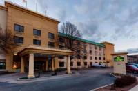 La Quinta Inn & Suites Milwaukee Bayshore Area Image