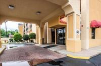 Econo Lodge Inn & Suites Memphis Image