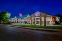 Motel 6 Arlington Image