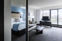 Ottawa Embassy Hotel and Suites Image