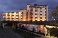Coast Plaza Hotel & Conference Centre Image