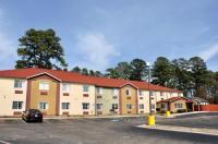 HomeTown Inn & Suites Image