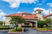 La Quinta Inn & Suites Bentonville Image