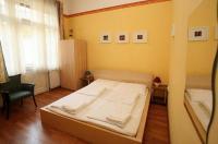 Club Apartments & Rooms Image