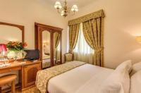 Hotel Cortina Image