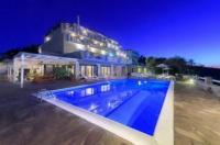 Cavos Bay Hotel & Studios Image