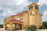 La Quinta Inn & Suites Fort Worth Northeast Mall Image