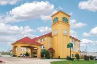La Quinta Inn And Suites Tulsa Airport Image