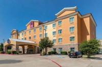 Comfort Suites Plano Image